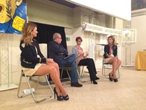 Chiara Ricci con il giornalista Giancarlo Governi e le gemelle Laura e Silvia Squizzato