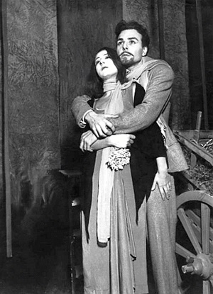 """Lilla Brignone e Gianni Santuccio ne """"I giganti della montagna"""" di Luigi Pirandello, regia di Giorgio Strehler (1947)"""