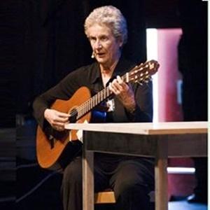 Giovanna Marini: il canto libero della celebre cantastorie