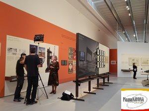 La Presidente della Fondazione MAXXI Giovanna Melandri intervistata durante l'inaugurazione stampa della mostra