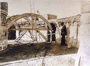 Raffaele de Vico in cantiere durante la costruzione del serbatoio d'acqua a Villa Borghese