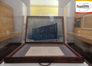 Cassetta originale di legno per trasporto lastre e disegni: vi sono sistemati all'interno il disegno del prospetto del Monumento Regioni d'Italia e il pieghevole esplicativo, 1944 (Ph. Chiara Ricci)