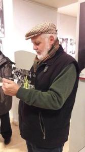 """Marco Tullio Giordana con il libro di Marco Olivieri, Anna Paparcone """"Marco Tullio Giordana Una poetica civile in forma di cinema"""" (Rubbettino)"""