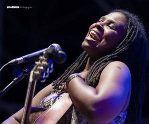 Ruthie Foster (Photo by Gino Aloisio)