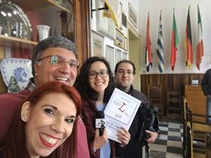 """Chiara Ricci, Alberto Accarino e i giornalisti di Quarta Rete alla conferenza stampa del Premio Letterario Nazionale """"EquiLibri"""" (Ph. Alberto Accarino)"""