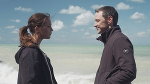 Alicia Vikander e James McAvoy in una scena del film