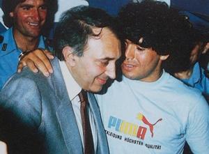 Corrado Ferlaino e Diego Armando Maradona