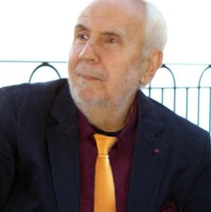 Lo scrittore Gerardo Di Cola