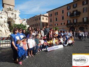 """Tutti i partecipanti della """"Mamma Run"""" - """"Atletica Insieme"""" a Piazza Navona (Ph. Chiara Ricci)"""