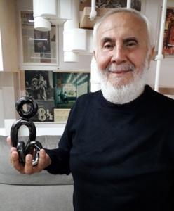 """Gerardo Di Cola con il Premio """"EquiLibri"""" (Per gentile concessione di Gerardo Di Cola)"""