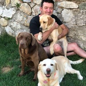 Emanuele Grandi con Tabata, Camilla e Amarilla (Per gentile concessione di Emanuele Grandi)
