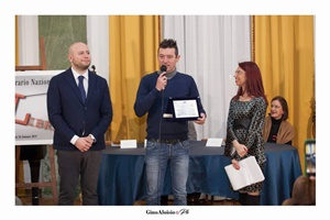 """Guido Mastroianni (presentatore della Cerimonia di premiazione), lo scrittore Emanuele Grandi e Chiara Ricci (Presidente dell'Associazione Culturale """"Piazza Navona"""")"""