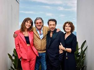 "Il regista Nicolas Bedos con i protagonisti de "" ""La belle époque"" al Festival del Cinema di Cannes 2019"