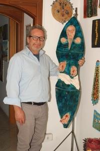L'artista salernitano Lucio De Simone (Ph. Alberto Accarino)