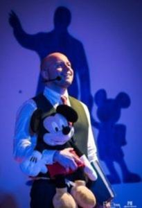 """Guido Mastroianne al Maiori Music Festival ne """"Il sogno di Walt Disney. Se puoi sognarlo, puoi farlo"""" (Ph. Agostino Criscuolo)"""