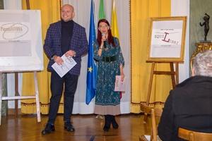 """Guido Mastroianni (presentatore e Presidente Associazione Saranno Vietresi e Chiara Ricci, Presidente Associazione Culturale """"Piazza Navona"""" (Ph. Francecso Corrado)"""