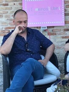 """Lo scrittore Roberto Ugolini alla presentazione del suo libro """"Gli inquinati"""" al Bastione Sangallo - Fano (PU) - 26 giugno 2019"""